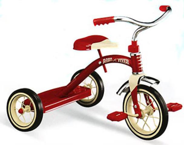 Yo montaba en mi triciclo.