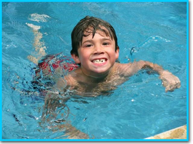 Cuando yo tenía seis años, yo nadaba en la piscina.