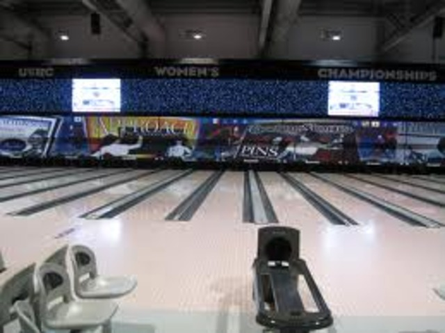At the 23rd annual Women's National Bowling Association tournament held in Syracuse, NY, 1185 5-women teams compete for the championship.