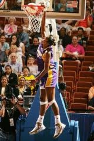 Lisa Leslie's first dunk in the WNBA