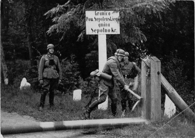 German troops attack Poland