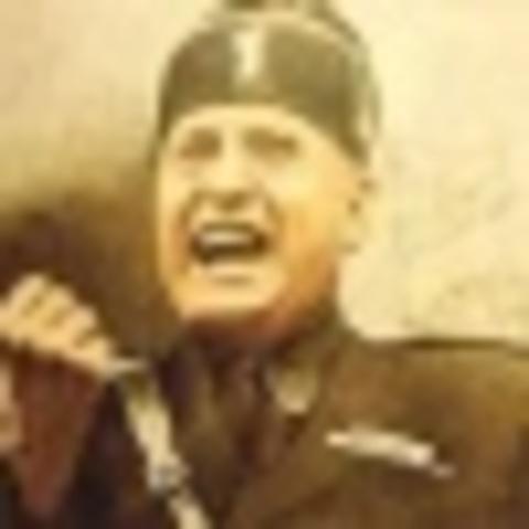 Mussolini threatens government