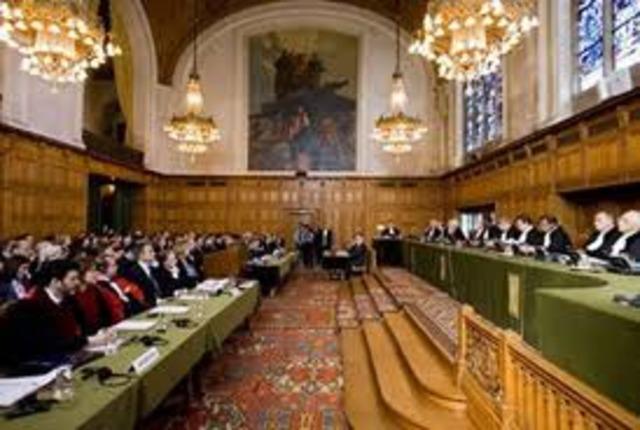 Se firma el Tratado de Roma para establecer la Corte Penal Internacional.