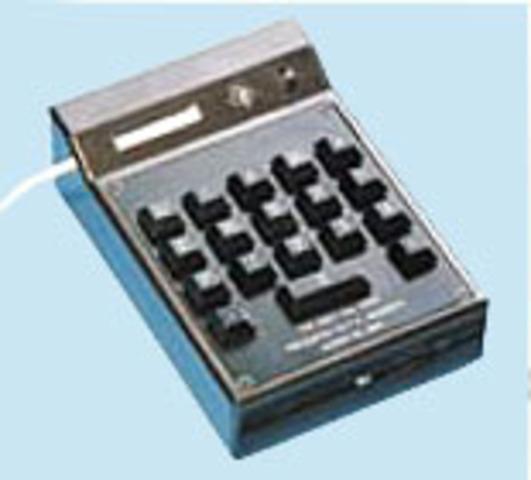 Electronic handheld calculator