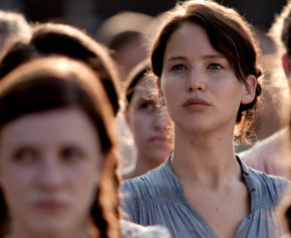 Katniss Gets Visits From Her Friends And Family In the Justice Building-ac7724