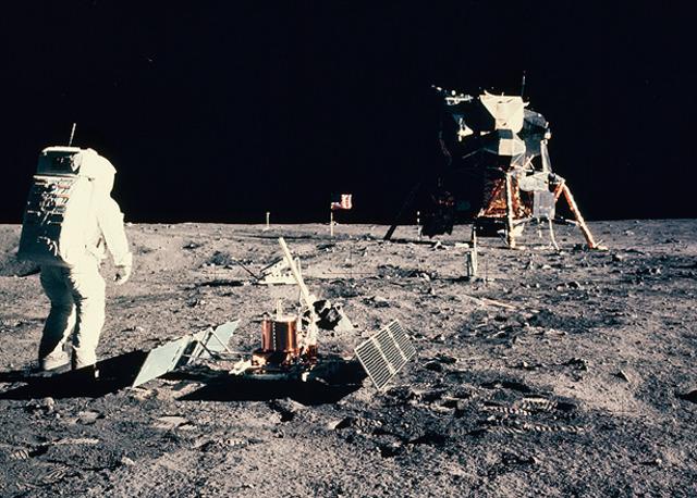 Man (American!) steps foot on moon