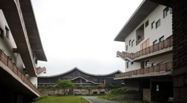 Vertical Courtyard Apartments