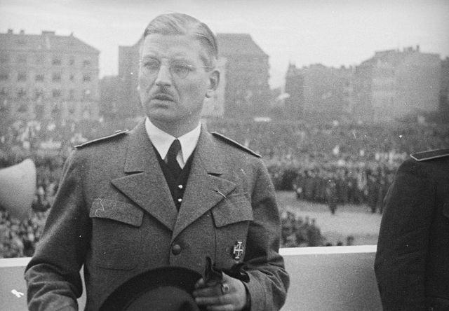 Hitler convoca al canciller austriaco