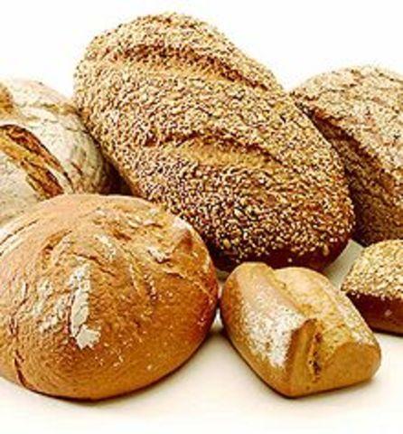 Peeta Gives Katness Bread. SE4687