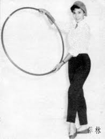 Hula Hoops Become a National Fad