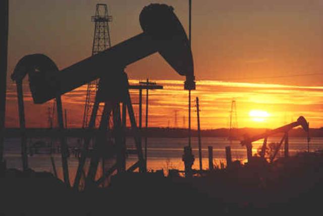Se pone en práctica la idea de industrialización por sustitución de importaciones en Latinoamérica (Brasil, Argentina, Colombia y  México)