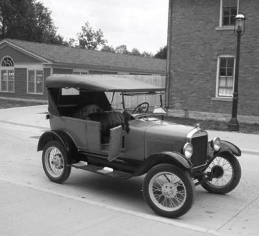 Ford sells its 1st car