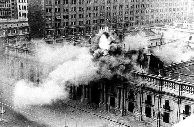 Inicia el golpe de estado en Chile contra el presidente socialista Salvador Allende.