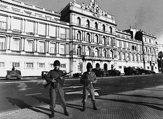 Inicia el golpe de estado en Argentina contra la presidenta constitucional María Estela Martínez de Perón.