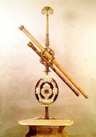 Galileo Galilei builds his first telescope