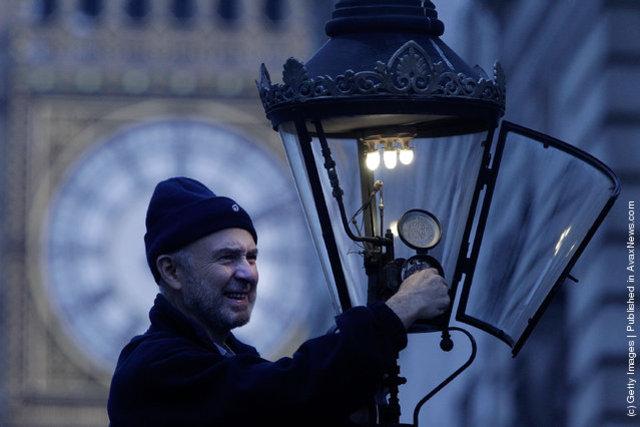 Gas street lighting common in Britain