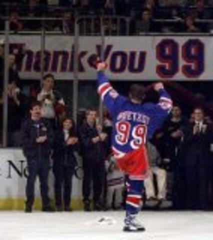 Wayne Gretzky plays the last game