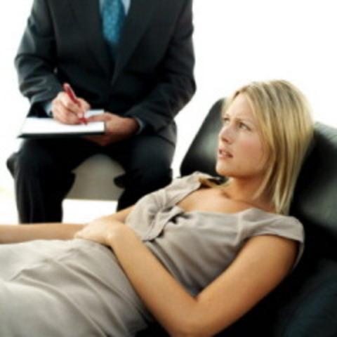 Freud -  crea el Psicoanálisis que pone el énfasis en los             Procesos mentales inconscientes.
