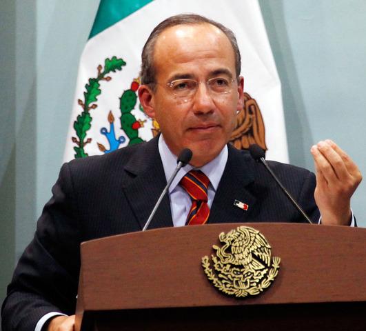 Felipe de Jesus Calderon Hinojosa becomes President