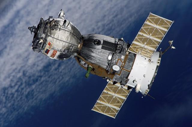 First unmanned Soyuz mission