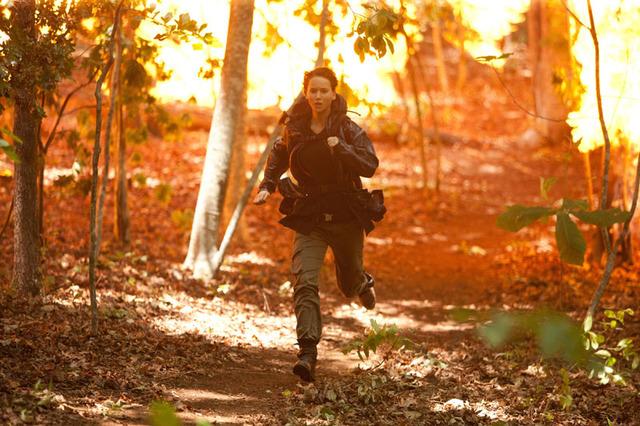 Katniss running from the fire , Er6475