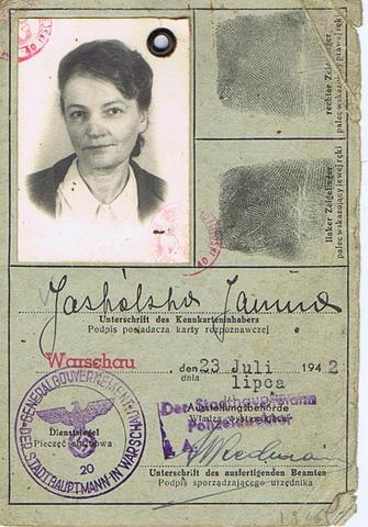 As of January 1939, all Jews must carry ID cards.