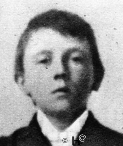 Hitlers younger brother Edmund dies at age 2