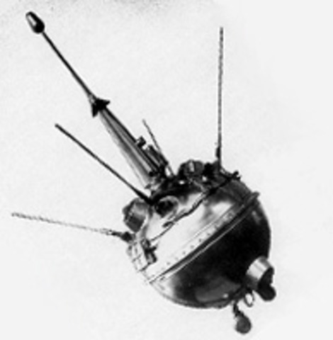 1959 the two first space crafts went to the moon.