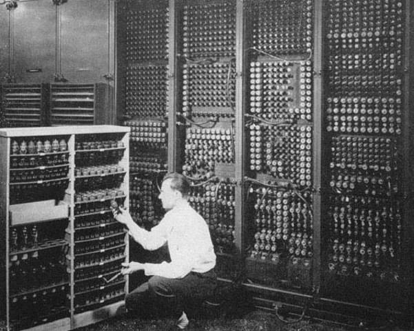 Primeira Geração ( 1940 - 1955 ) - Era das Vávulas