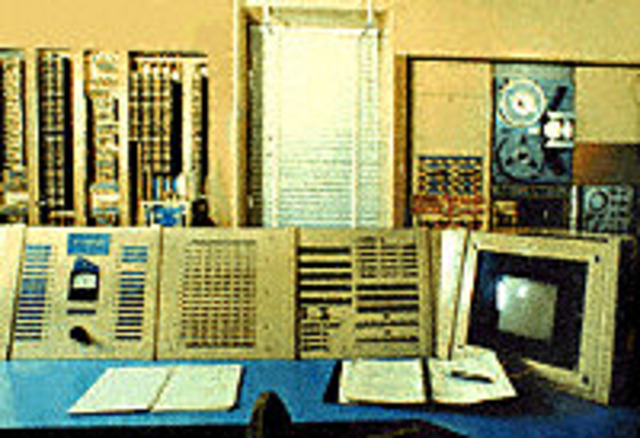 MIT researchers built the TX-0, the first general-purpose, programmable computer built with transistors.