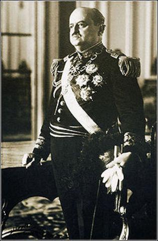 Oscar R. Benavides Larrea