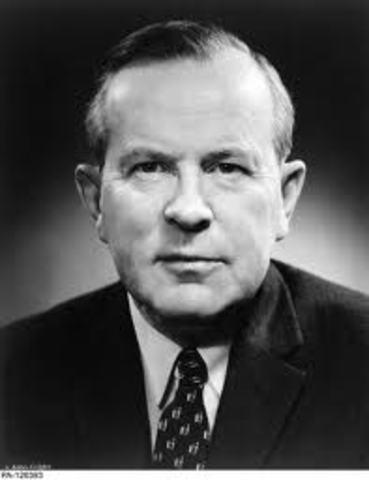Lester Pearson diffuses the Suez Crisis