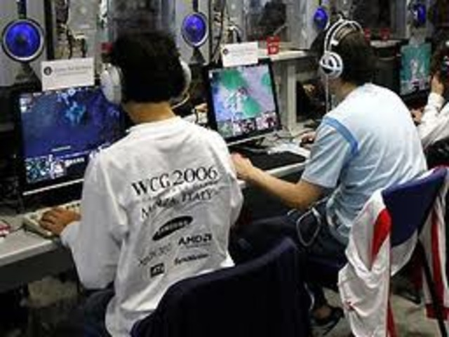 In Monza, Italy, the 2006 World Cyber Games are held. About 700 players from 70 countries attend. Total prize money is US$435,000