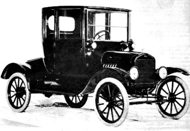 Henry Ford introduces Model T automobile