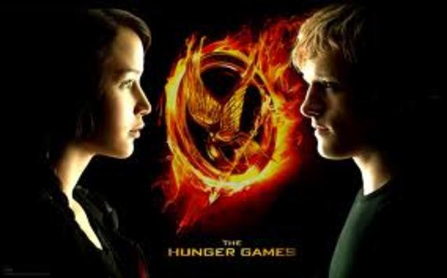 Katniss and Peeta Watch The Hunger Games-ke7608