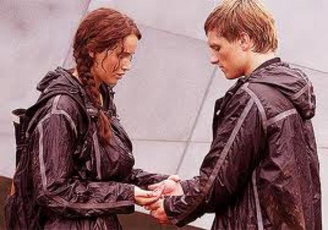 Katniss and Peeta almost eat the berries (mc2984)