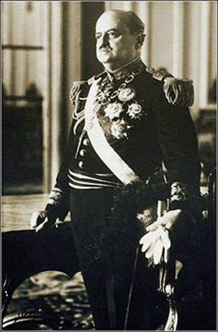 Oscar R. Benavides