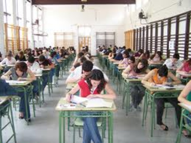 Haciendo un examen en el intituto