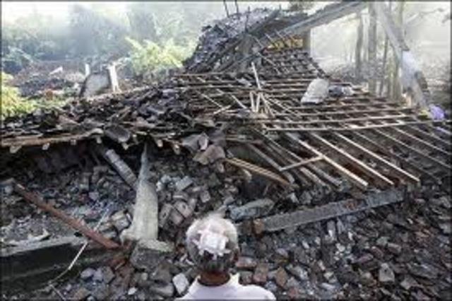 Large earthquake triggers tsunami and kills 500+