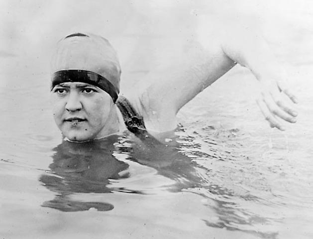 Gerturde Ederle Swims English Channel