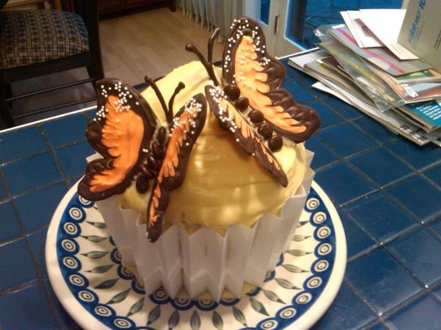 Kat & Ed's Engagement party cupcake...