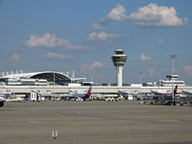 Erdinger Flughafen wird eröffnet
