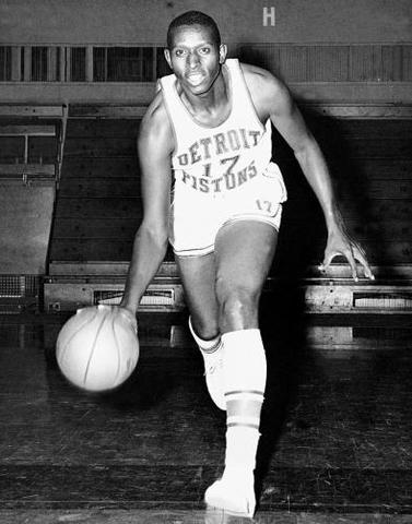 Earl Lloyd Becomes 1st African American to play in NBA