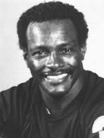 Sports and Music: Walter Payton Dies of a rare stomach cancer