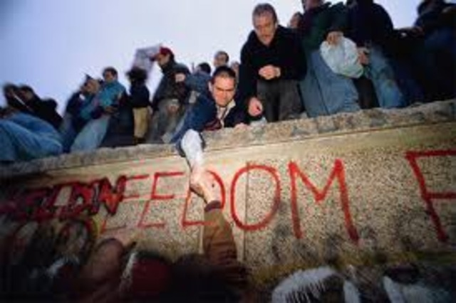 berlin wall dismantled