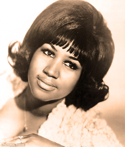 Aretha Franklin sings the national anthem at the Democratic National Convention.