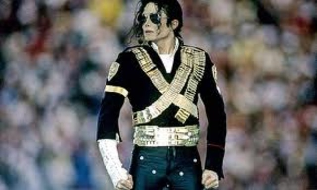 Sports and Music:Michael Jackson performs at superbowl XXVII
