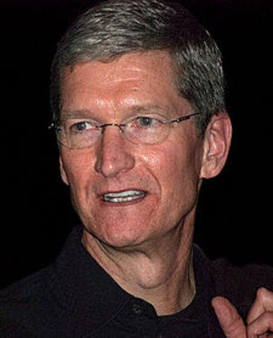 Presenta renuncia como CEO de Apple
