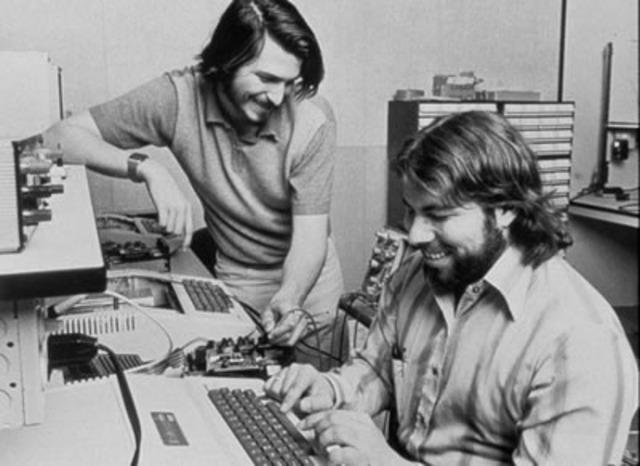 Steve Jobs conoce a su amigo Steve Wozniak