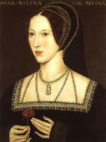 Anne Boleyn crowned queen of England